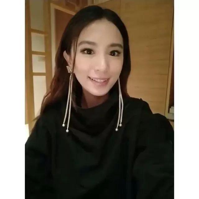 she为什么解散 Hebe「田馥甄」霸气回应「SHE」解散谣言!单飞后的她穿衣也越来越女神范儿了!