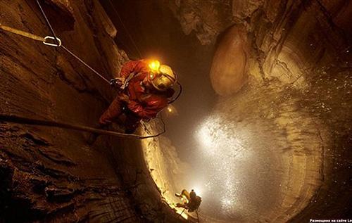 库鲁伯亚拉洞穴 地球最深的影像 库鲁伯亚拉洞穴探险