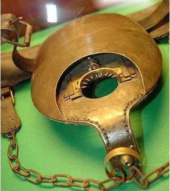 古代女子肛门刑法图片 肛门被插裂开才算过关!很疼也很侮辱!