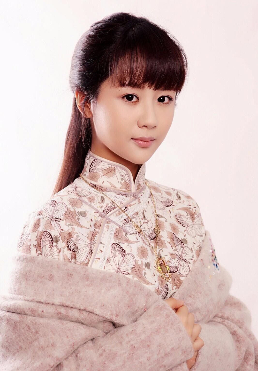 杨紫照片 杨紫儿时照片对比,真是女大十八变,越来越美了!