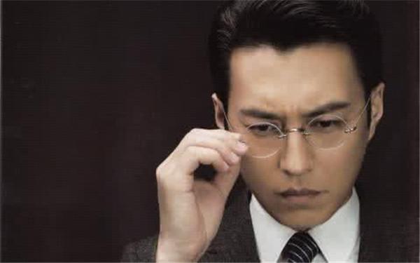 靳东图片帅气图片高清 为什么这么多人喜欢靳东,几张图见真相!