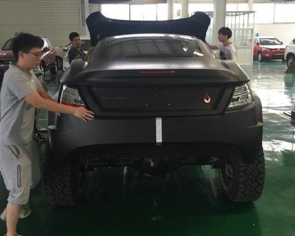 超级越野车 土豪花100万买来台超级越野车