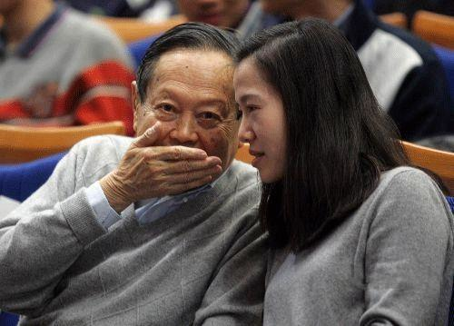 翁帆与杨振宁同床睡吗 在一起很享受,并没觉得她做了牺牲