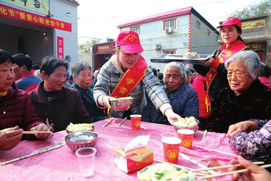 邯郸丛台区:200多位老人乐享饺子宴