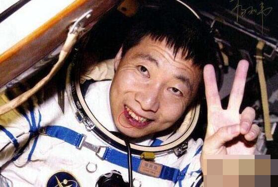 外太空回来的杨利伟是假的吗?