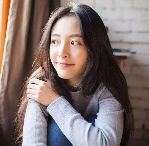 武大校花吴倩黄灿灿颜值和发型PK 你觉得谁最美?
