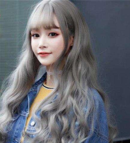 韩国流行的头发颜色:青木亚麻灰染发更显轻熟时尚感