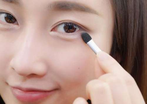 张扬醒目的双眼线猫眼妆的12种画法(图)