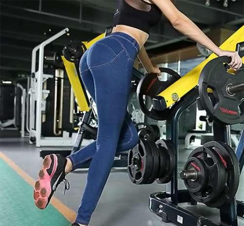 2017妹子美不美就看臀和腿:显曲线蜜臀裤让你更显女人味