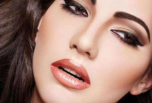 眼线晕妆怎么办 7个小技巧让你眼妆不晕染(图)