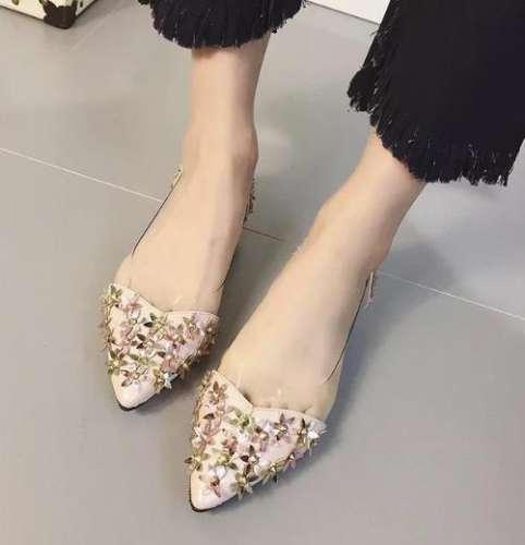 这款优雅迷人的水钻尖头单鞋 现在穿刚刚好(图)