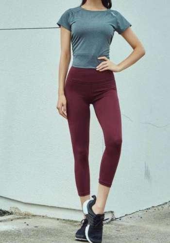 美女时尚打底裤靓丽搭配:女人身姿丰盈魅力甜美