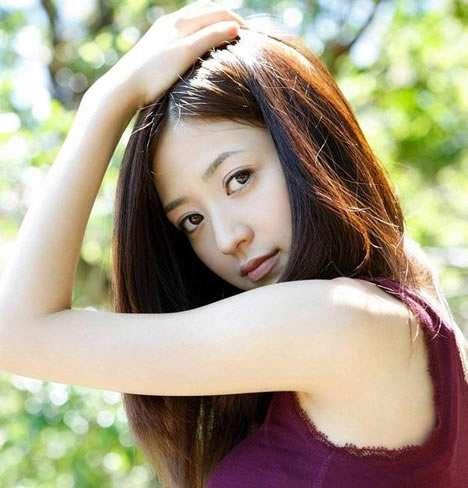 日本单车美少女逢泽莉娜:她的笑容很迷人(图)