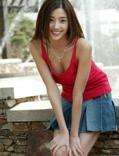 韩国女明星丰胸:4位韩国女明星的丰胸大秘诀
