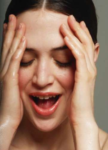 了解补水和保湿的区别 避免春夏护肤越涂越干