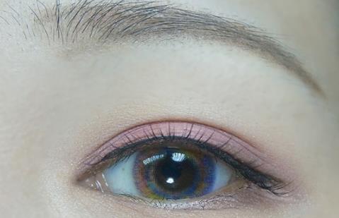 粉棕sè眼妆怎么画,粉棕sè眼妆画法教程图解