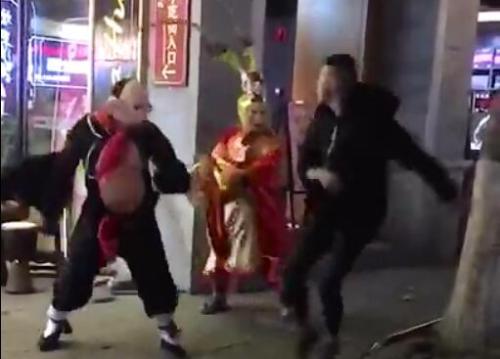 """大理古城""""八戒""""""""悟空""""与游客互殴 警方已介入"""