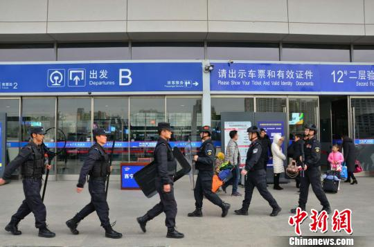 春节不回家 青海西宁站特警坚守岗位保平安