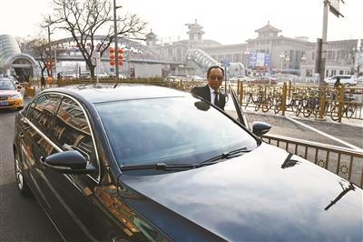 """网约车司机的春运:""""吃住""""在机场 高峰期通宵候客"""
