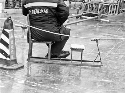 致女游客受伤引热议 北京什刹海双人冰车被封存