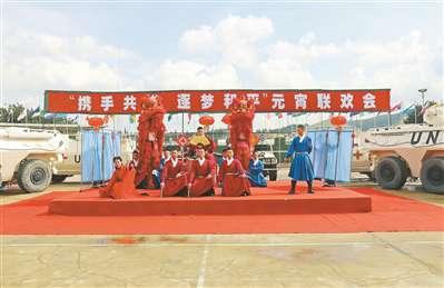 中国赴黎维和部队与华侨华人共庆元宵