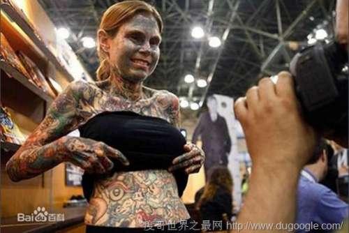 朱莉亚·吉娜斯,吉尼斯世界纪录上纹身最多的女性