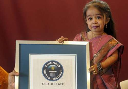 世界最矮女性,十八岁约提·阿姆格尔只有62.8厘米