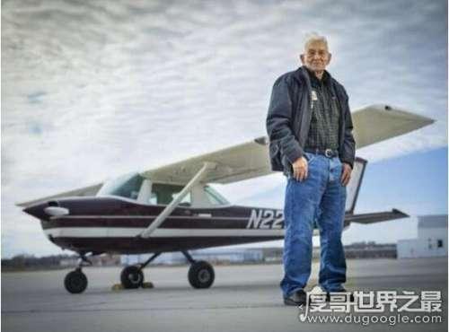 世界上最年长的飞行员,99岁生日再次起航完美飞行