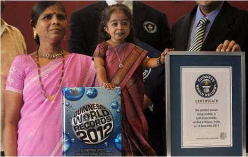 印度23女孩乔蒂·阿姆奇,身高仅62.8CM(世界最矮女性)