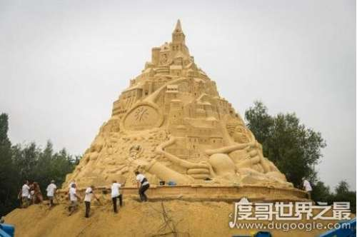 世界上最高的沙雕城堡16.68米,用3500吨沙子打造的精美艺术品