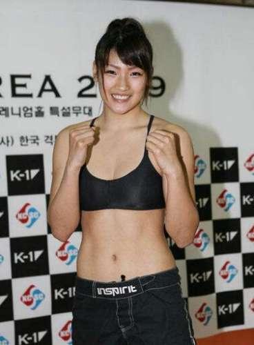 女子格斗界的世界六大美女,日本久保田玲奈被称萝莉拳王