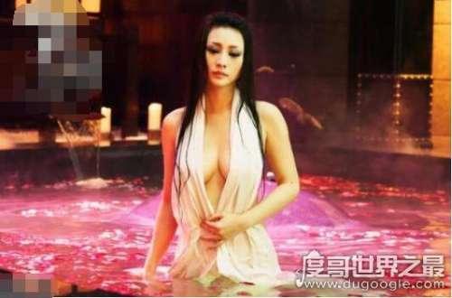 性感女神柳岩胸多大,袒胸露乳让人血脉喷张(83E罩杯)