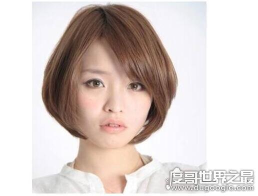 方脸适合什么发型,一款漂亮合适的发型才最能突出你的美