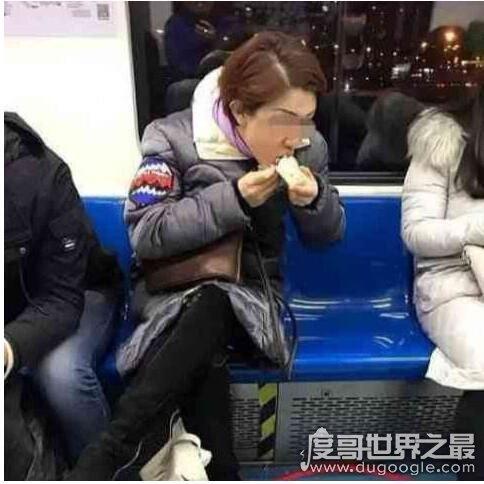 """地铁喝咖啡被罚引热议,网友""""喝水都被罚,这太不人性了"""""""