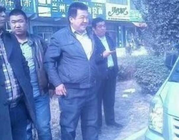 邯郸大名执法局工作人员驾驶无pái车辆粗bào执法