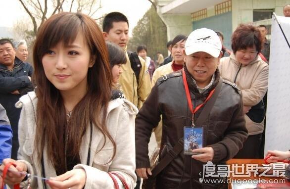 潘长江女身亡真的吗,潘长江愤怒辟谣表示女儿很健康的活着