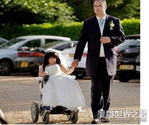 世界上最小的新娘,0.81米的她嫁给了1.80米的他(并生下孩子)