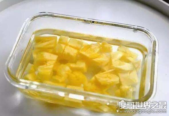 """吃菠萝为什么要用盐水泡?防止""""过敏""""(很多人都不知道)"""