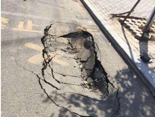 邯郸市肥乡区长安路惊现多处较大塌坑,相关部门该出手了!