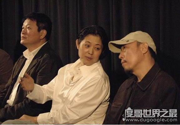 倪大红的老婆倪炜,长相温婉动人不输姐姐倪萍(还是制片人)