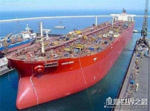世界最大的货船造诺克·耐维斯号,排水量相当于15艘辽宁舰