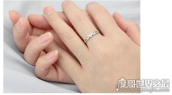 左手中指戴戒指什么意思,表示已经有结婚对象正在热恋中