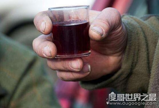世界上zuì恶心的酒,韩国粪酒味道超重超级恶心(喝完必吐)