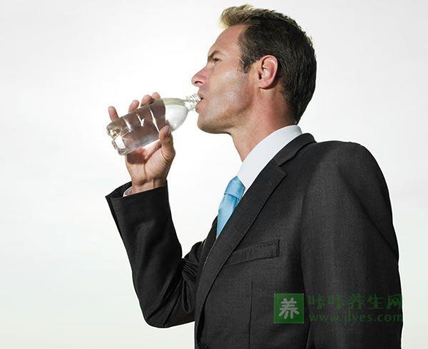 喝水与男性健康