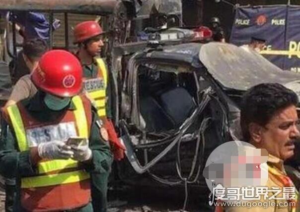 巴基斯坦警车遭袭击,造成10死、30伤(塔利班宣称对此负责)