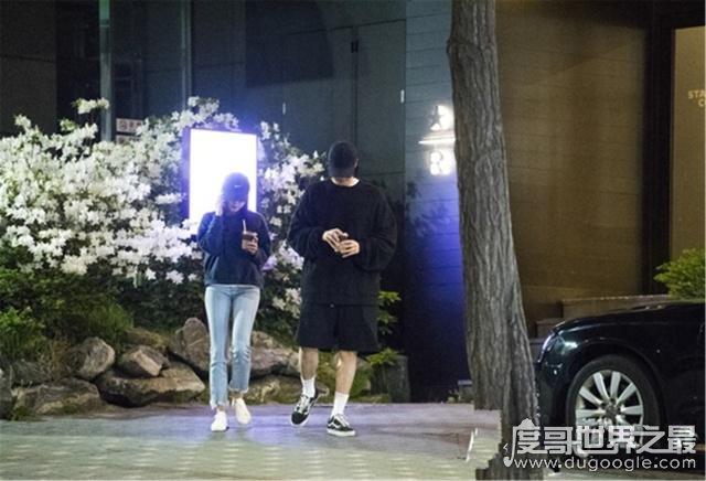 苏志燮赵恩情恋情公开,街头甜蜜牵手散步(相差17岁已交往1年)
