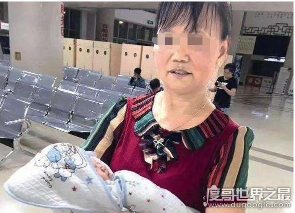 """女子将新生男婴扔垃圾桶,被询问时竟称乃""""死去的狗狗"""""""