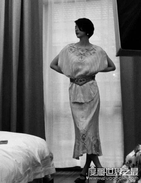 李亚鹏女友晒照,身穿气质连衣裙(身材颜值不输王菲)
