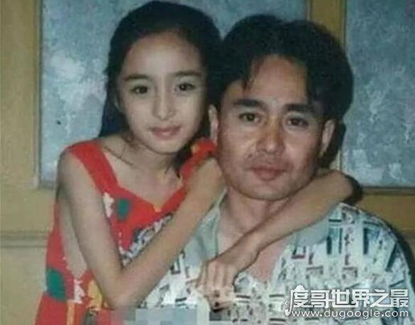 杨幂小时候照片曝光,长相似洋娃娃(比现在还好看)