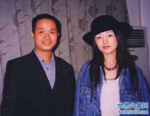 远华大案主犯赖文峰现状,与甜歌天后杨钰莹相恋结婚